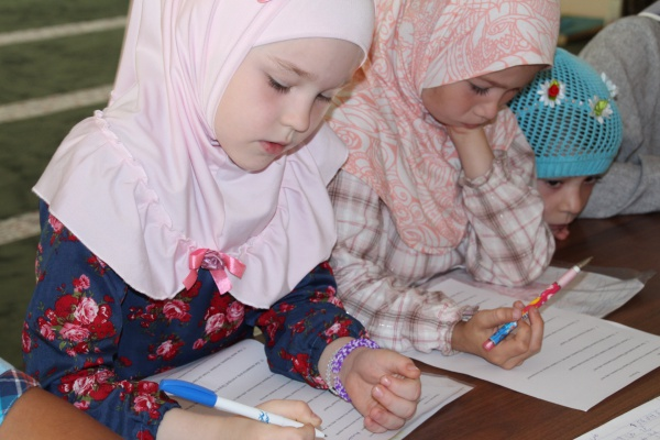 Воспитанники летнего лагеря при мечети «Рамазан» получили подарки от БФ «Закят»