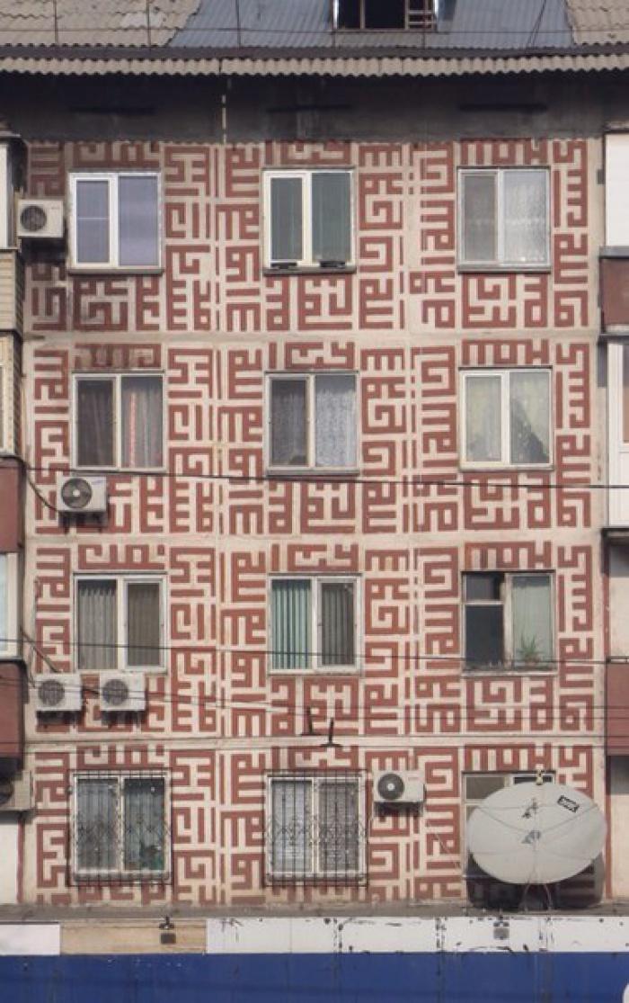Коран на стенах советской пятиэтажки: откуда?