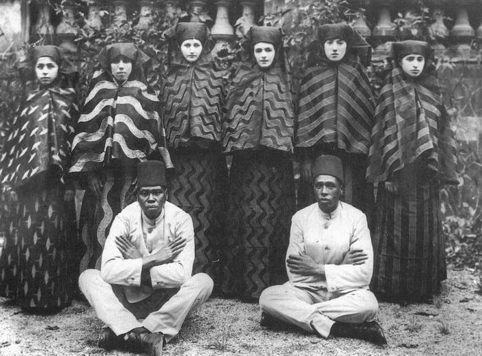 Женщины из гарема султана Абдулхамида II на прогулке (1909 год)