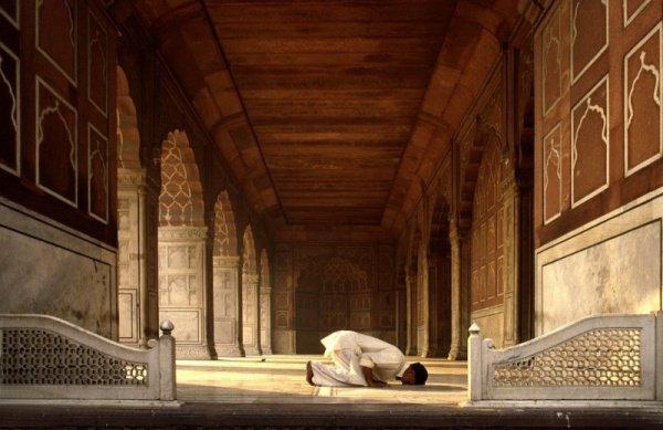 Ближе всего к своему Господу раб (Аллаха) оказывается во время совершения земного поклона