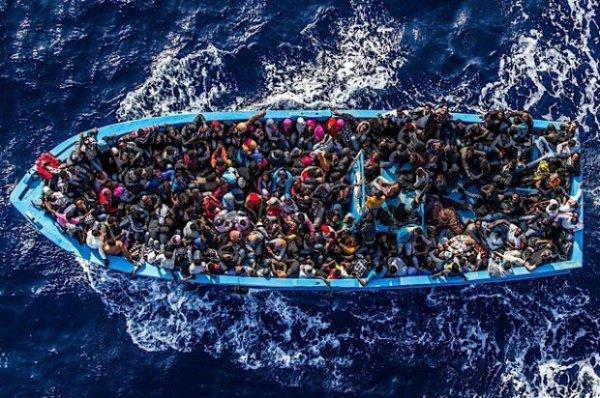 С начала 2016 года в Европу через Средиземное море прибыли более 240 тысяч беженцев.