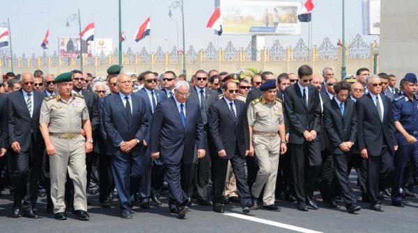 Президент Египта принял участие в церемонии прощания с Ахмедом Зевейлом (Фото)
