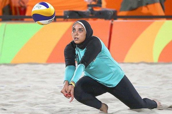 Вweb-сети обсуждают фотокарточку египетской волейболистки вхиджабе