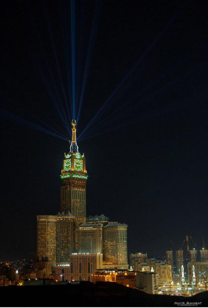 10 потрясающих фото ночной Мекки