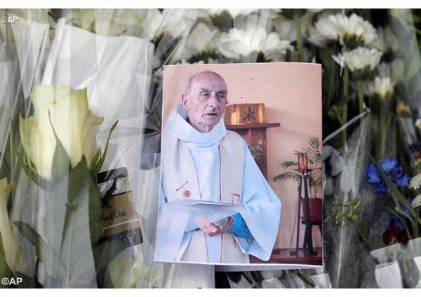 ВоФранции мусульмане начали сбор пожертвований для семьи убитого исламистами первосвященника