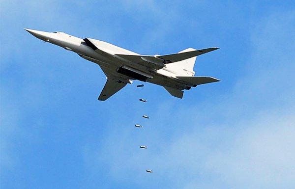 Русские бомбардировщики уничтожили вСирии 6 складовИГ соружием