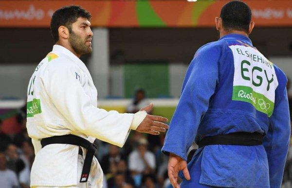 Рио-2016. Египетский дзюдоист отказался пожать руку своему конкуренту изИзраиля
