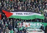 Шотландские футболные фанаты выступили за Палестину во время матча с Израилем