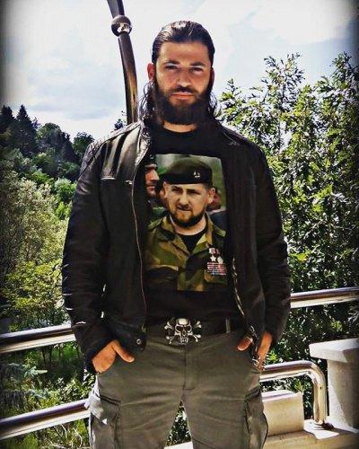 Артист из«Гарри Поттера» удивил соцсети футболкой сКадыровым