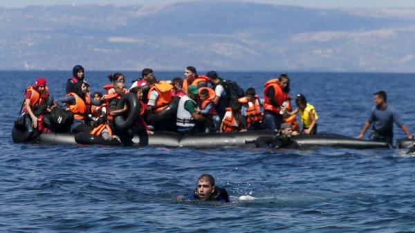 Нелегальные мигранты у берегов Италии.