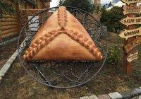 В Казани появился памятник өчпочмаку
