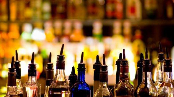 Можно ли пить чай в том кафе, где так же продают и спиртные напитки?