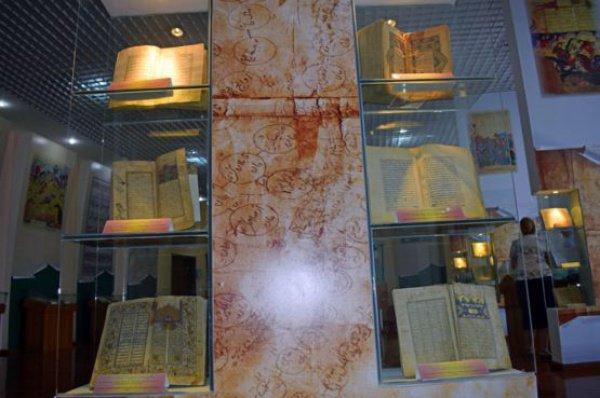 В Таджикистане хранится уникальная коллекция Коранов (Фото)