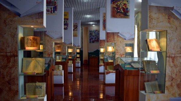 Экспозиция в Национальной библиотеке Таджикистана.