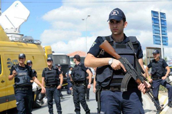 ВТурции запричастность кперевороту арестовали 225 человек, еще 255 задержаны