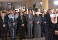 Башар Асад совершил намаз в отбитой у ИГИЛ мечети (Видео)