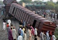 Крупная железнодорожная катастрофа в Пакистане (Фото)