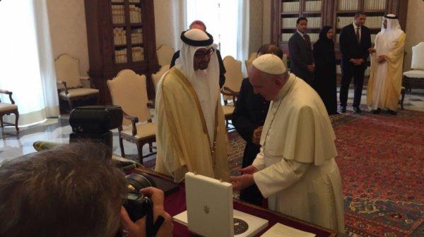 Встреча принца ОАЭ и папы Римского.
