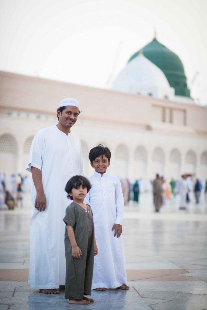 Семья из Йемена посещает Медину