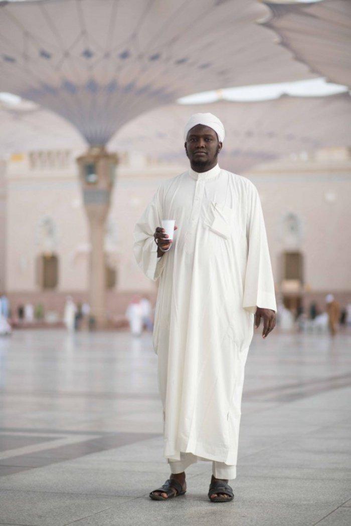 """Паломник из Республики Чад. """"Я не думаю, что фотографии разрешены Исламом, - сказал он, - но для вас я сделаю исключение"""""""