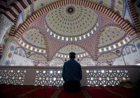 В какой позе особенно любил сидеть Посланник Аллаха (мир ему)?
