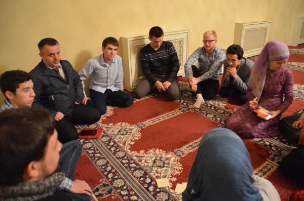 Каковы плюсы и минусы исламского банкинга и есть ли ограничения в спорте для мусульман?