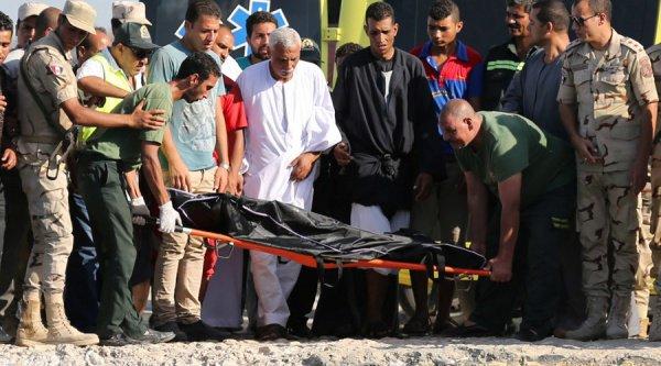 Жертвами крушения судна у берегов Египта стали более 200 беженцев (Фото)