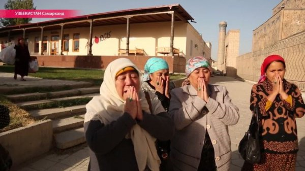 Мусульманки, приехавшие на могилу Ислама Каримова.