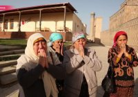 Паломничество к могиле Каримова стало в Узбекистане туристическим хитом