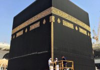 В Мекке обновили дизайн знаменитой черной накидки Каабы