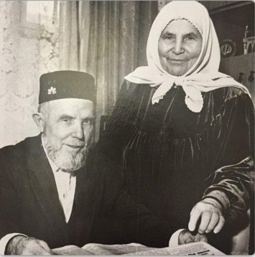 Габдулхак хазрат Саматов с супругой.
