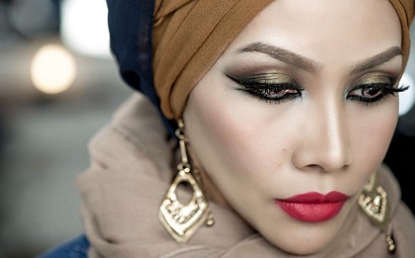 Житель ОАЭ не узнал свою супругу без макияжа