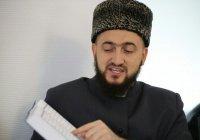 Муфтий РТ подарил осужденным 250 экземпляров Корана (Фото)