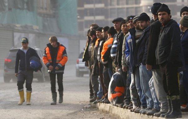 В России находятся примерно 3 миллиона нелегальных мигрантов.
