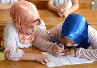 Мусульман Казахстана призвали отказаться от хиджабов в школах