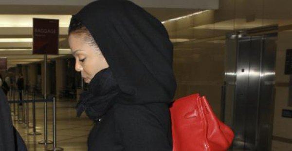 Беременная Джанет Джексон гуляет по Лондону в мусульманском платье (Фото)