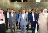 Нурсултан Назарбаев совершил намаз в Мечети Пророка (Фото)