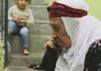 130-летняя мусульманка воспитывает 450 внуков (Фото)