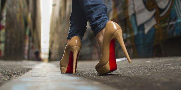 Можно ли женщине-мусульманке носить обувь на каблуках?