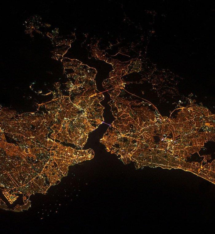 Стамбул. Крупнейший город в Турции с населением в 14 млн. человек.