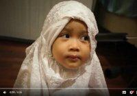 Милое видео: маленькая мусульманка впечатляет своим знанием Корана