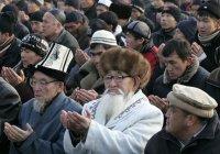 В Киргизии выбирают единую форму для имамов