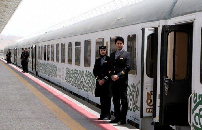 Проводницы первого в Иране пятизвездочного поезда