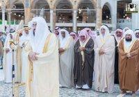 В Запретной мечети обратились к Аллаху с просьбой о дожде