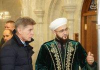 Муфтий РТ ознакомил губернатора Сахалинской области с мечетью Кул Шариф