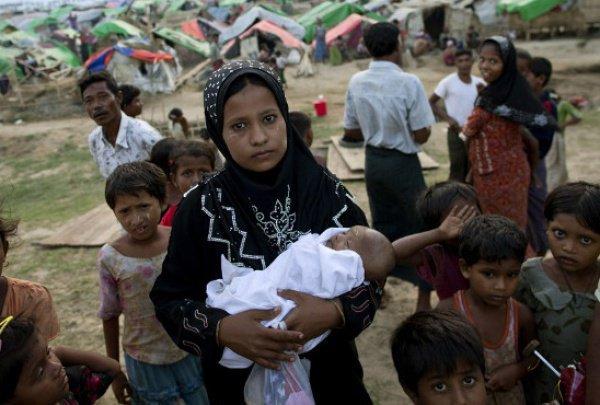 С 2012 года из своих домов были вынуждены бежать около 120 тысяч мусульман Мьянмы.