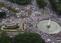Сотни тысяч мусульман вышли на улицы Джакарты