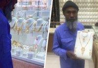 Жители Саудовской Аравии осыпали нищего уборщика-мигранта золотом и смартфонами