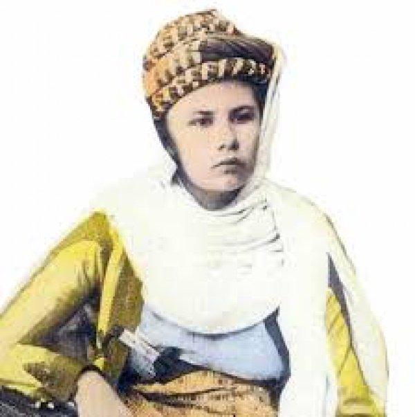 Писательница российского происхождения, мусульманка и военный журналист