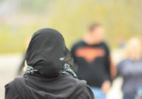 Чудовищный акт исламофобии: в Австралии о голову мусульманки едва не разбили бутылку